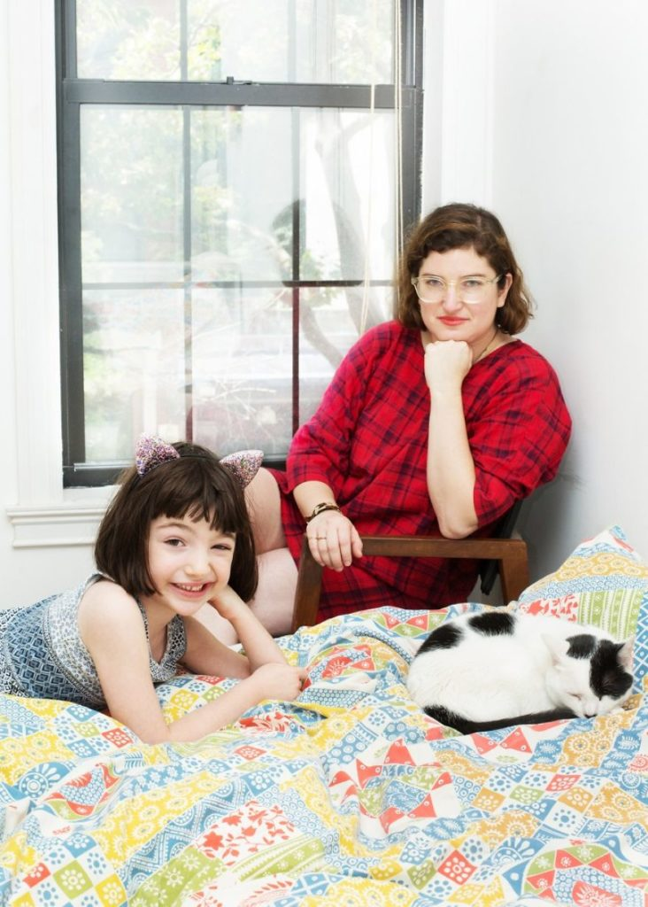 girls_with_cats_12