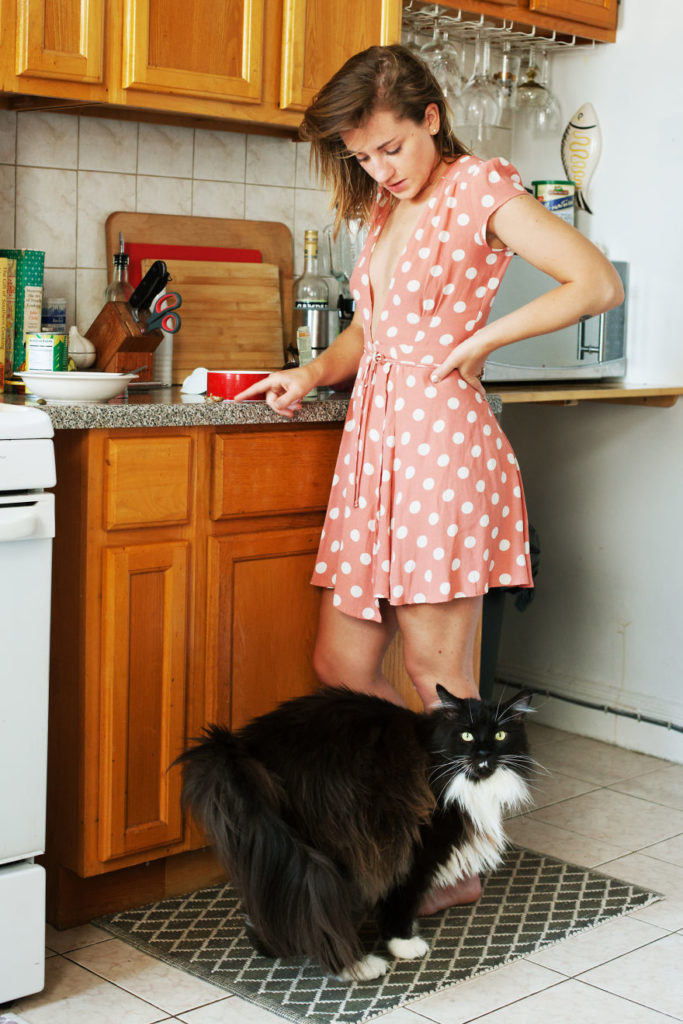 girls_with_cats_3