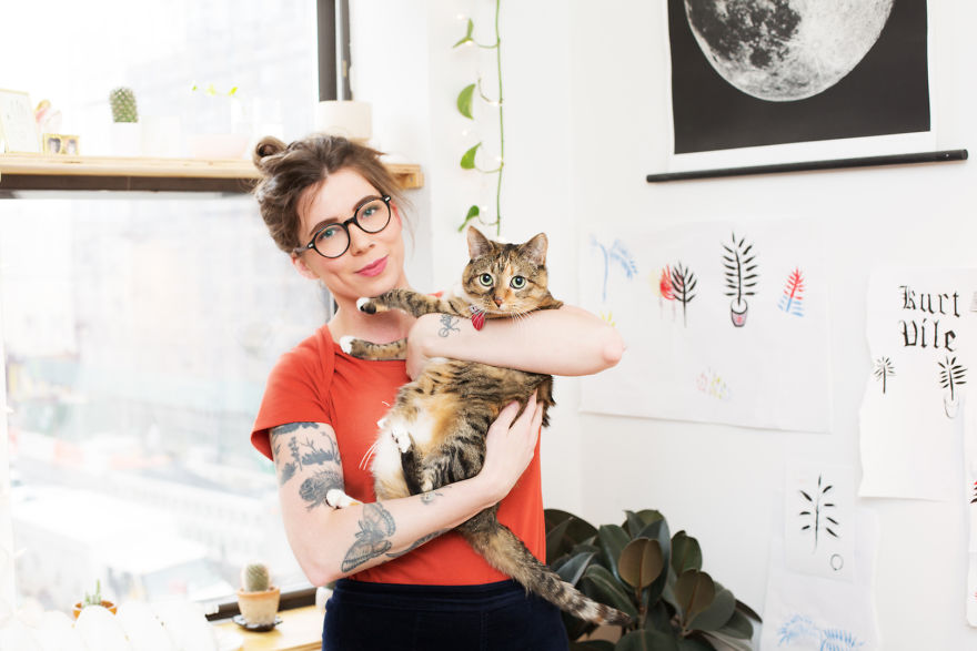 girls_with_cats_5